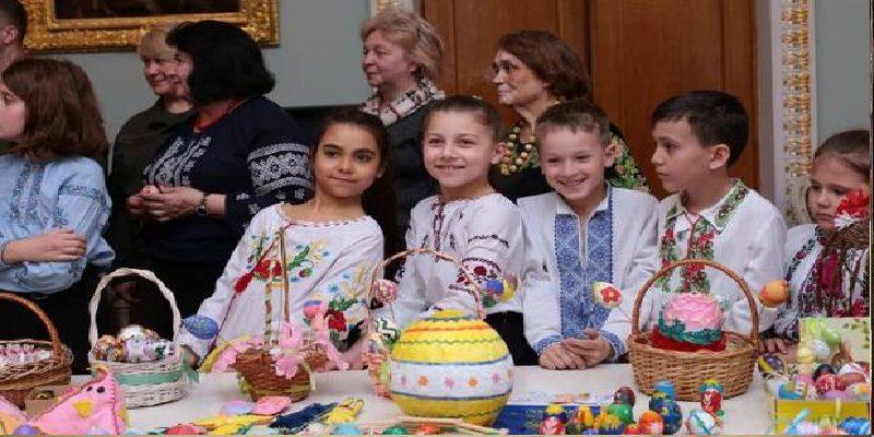 Діти діаспори підготували неймовірні Великодні подарунки воїнам АТО (Відео)