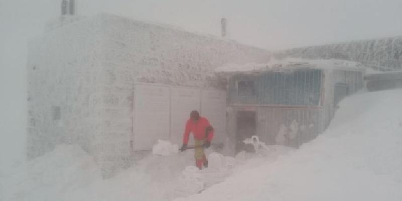 Зима вернулася! У Карпатах випало понад метр снігу